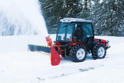Роторный разбрасыватель снега